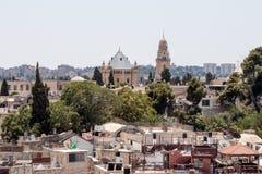 Sikt av tornet av David över gravvalvet av konungen David i den Dormition abbotskloster och Jerusalem från hörntornet av det evan Royaltyfri Foto