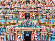 Sikt av tornet för hinduisk tempel på sarangapanitemplet, Tamilnadu, Indien - December 17, 2016 Arkivfoton