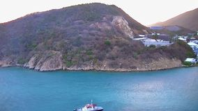 Sikt av Tortola från havet lager videofilmer