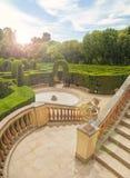 Sikt av trädgården med grön labyrint från balkong Royaltyfri Foto
