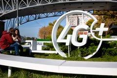 Sikt av trådlös offentlig hotspot för 4G+ LTE i mitt av Moskva Arkivfoton