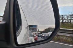 Sikt av trafik från spegeln för bakre sikt Royaltyfria Foton