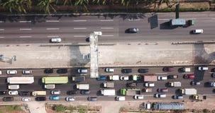 Sikt av trafik på den Jakarta-Cikampek avgiftvägen stock video