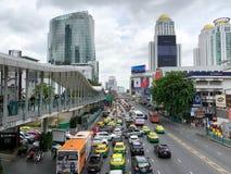 Sikt av trafikstockning på den Ratchaprasong genomskärningen Royaltyfria Bilder