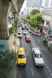 Sikt av trafikstockningar under BTS Asok Royaltyfri Bild
