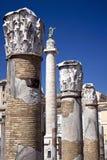 Sikt av Trajan'sens kolonn från Trajan'sens marknad Royaltyfri Foto