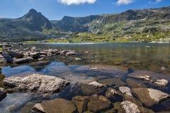Sikt av Trefoil sjön, Rila berg, de sju Rila sjöarna, Bulgarien Royaltyfri Bild