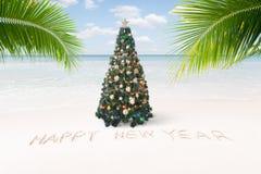 Sikt av trevlig jul och stranden för tema för nytt år den tropiska arkivfoton