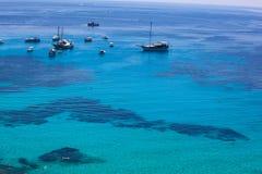Sikt av turkosvattnet i det Lampedusa havet arkivbild