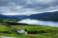 Sikt av Ullapool i Skottland Royaltyfri Bild