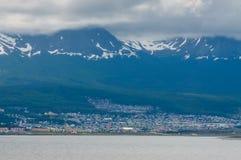 Sikt av Ushuaia, Tierra del Fuego, Argentina Arkivfoton