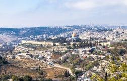 Sikt av väggarna av den gamla staden av Jerusalem, tempelmonteringen Arkivfoton