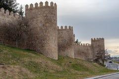 Sikt av väggen av Avila arkivfoton