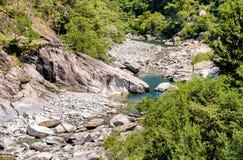 Sikt av Vallemaggia, den längsta alpina dalen i kantonen av Ticino i Schweiz Royaltyfria Bilder