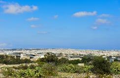 Sikt av Valletta, Malta, under blå himmel Royaltyfri Foto