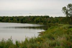 Sikt av vattenbehållaren från lakeshore arkivbild