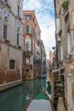 Sikt av vattenkanalen i Venedig Arkivfoto