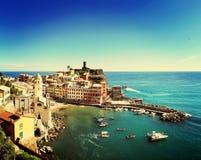 Sikt av Vernazza, Liguria, Italien Arkivbilder