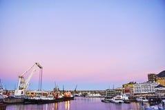 Sikt av Victoria och den alfred strandhamnen på solnedgången Arkivfoto