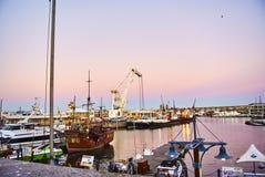 Sikt av Victoria och den alfred strandhamnen på solnedgången Arkivbild