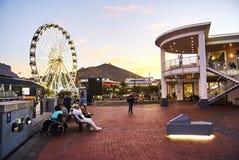 Sikt av Victoria och den alfred strandhamnen på solnedgången Royaltyfri Fotografi
