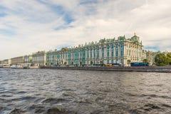 Sikt av vinterslotten, eremitboningmuseum, St Petersburg, Rus Royaltyfri Foto