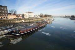 Sikt av Vistulaet River i det historiska centret Fotografering för Bildbyråer