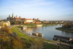 Sikt av Vistulaet River i det historiska centret Royaltyfri Foto