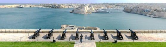 Sikt av Vittoriosa från La Valletta på Malta Arkivfoton