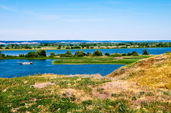 Sikt av Volgaet River, under en solig dag Arkivfoto