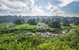 Sikt av Wanshanfenglin Xingyi, Guizhou Royaltyfri Foto