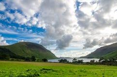 Sikt av Wastwater sjön, det djupast i England, i Cumbria royaltyfria foton