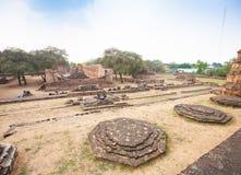 Sikt av Wat Ratburana i Ayutthaya, Thailand Arkivbilder