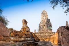 Sikt av Wat Ratburana i Ayutthaya, Thailand Arkivbild
