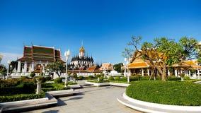 Sikt av Wat Ratchanaddaram och Loha Prasat metall Royaltyfria Foton