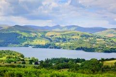 Sikt av Windermere nationalparken England UK för sjöområde Arkivfoto
