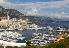 Sikt av yachter och fartyg i port av Monaco Arkivbild