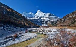 Sikt av Yading, Sichuan Royaltyfria Foton