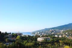 Sikt av Yalta från kullen från öst Fotografering för Bildbyråer