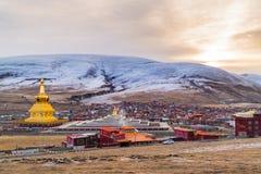 Sikt av Yarchen Gar Monastery Royaltyfria Bilder