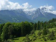 Sikt av Zugspitze Royaltyfria Foton