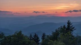 Sikt efter solnedgång i Great Smoky Mountains royaltyfria foton