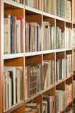 Sikt för arkivbokhyllasida royaltyfri fotografi