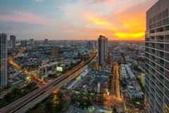 Sikt för Bangkok stadsnatt med trevlig himmel Royaltyfri Foto