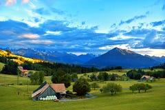 sikt för berg för alpsskogliggande Royaltyfria Bilder