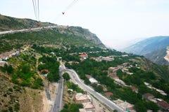 Sikt för bergby från höjd Arkivbilder