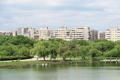 Sikt för Bucharest kommunistisk flerfamiljshushorisont Royaltyfria Bilder