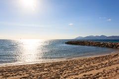 Sikt för Cannes stranddag, Frankrike Arkivfoto