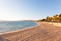 Sikt för Cannes stranddag, Frankrike Royaltyfri Bild