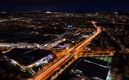 Sikt för cityscape för Munich natt panorama- flyg- med ljusa ljus Arkivfoto